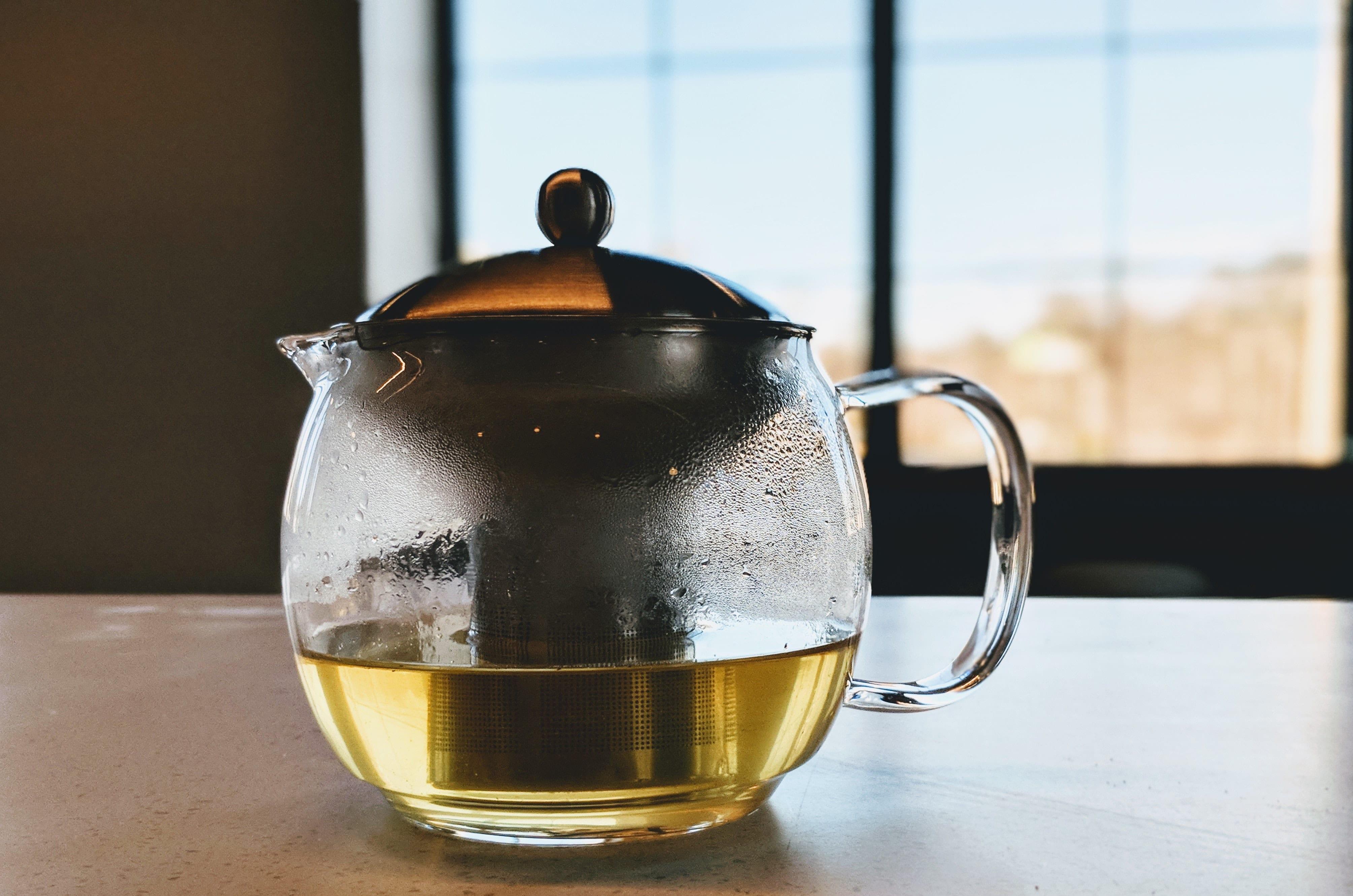 loose leaf tea brewing